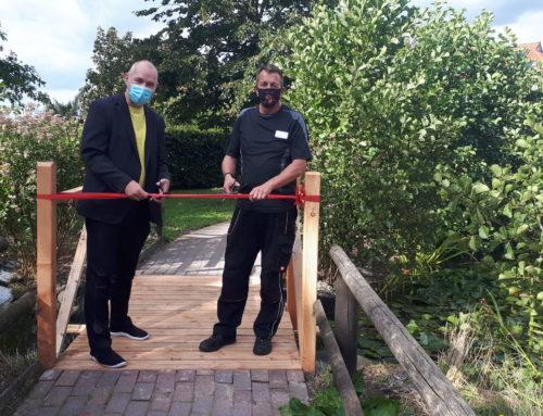 Neue Teichbrücke für die Seniorenresidenz Vogskampen